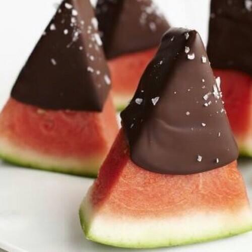 Come Servire L Anguria.Come Fare Spicchi Di Anguria Con Cioccolato Spettegolando
