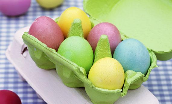 Come fare uova colorate di pasqua spettegolando - Uova di pasqua in casa ...