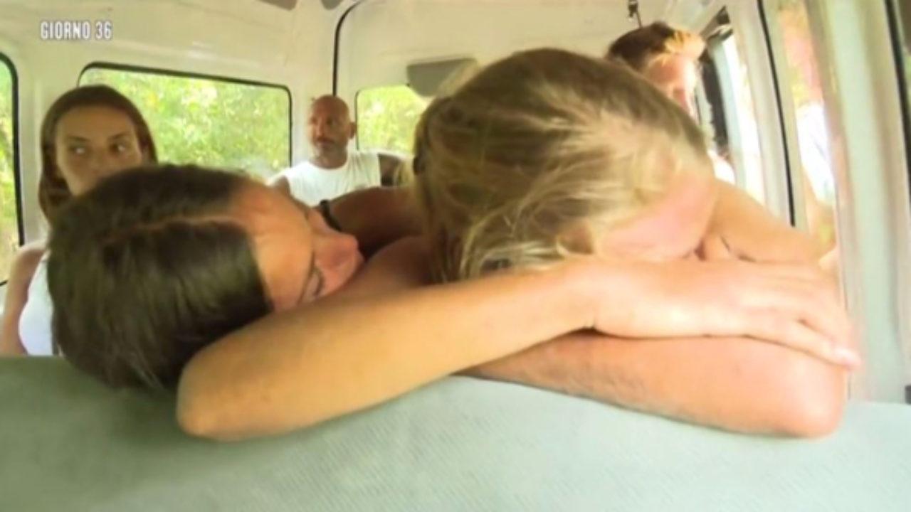 Isola dei Famosi 11: Mercedesz Henger in lacrime per le lasagne -  Spettegolando