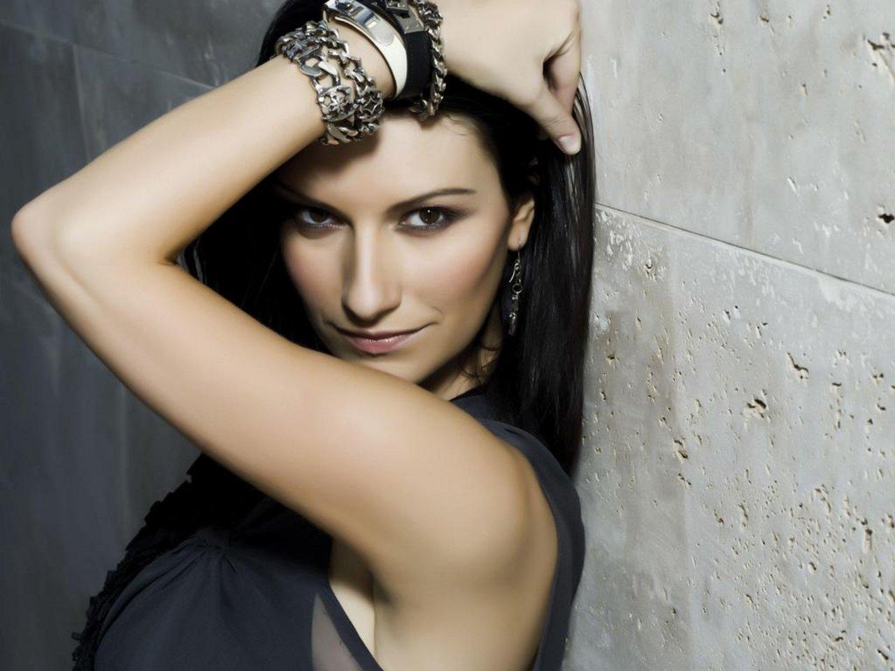 Problemi di salute per Laura Pausini: annullate 5 date del tour europeo