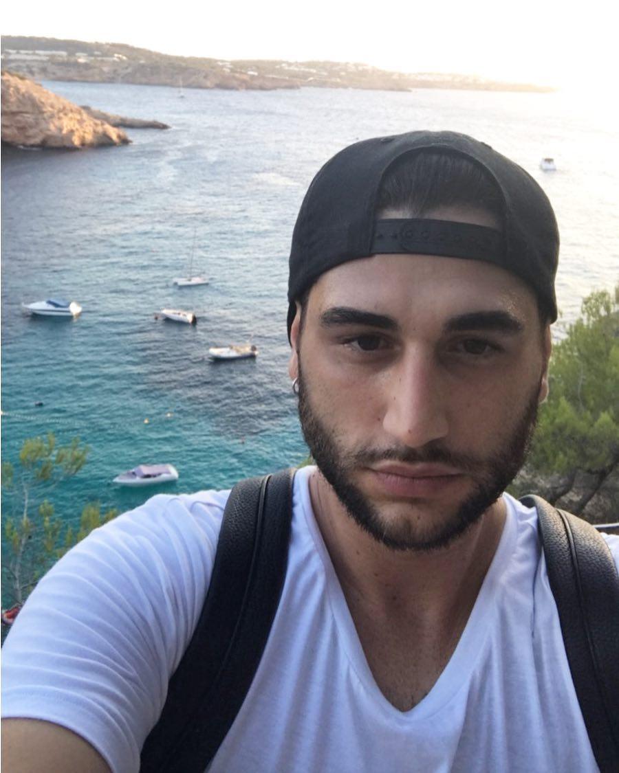 Gf Vip, Daniele Bossari accusato di aver bestemmiato: rischia l'eliminazione