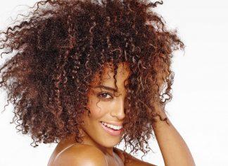 Cristalli liquidi per capelli: il segreto per chiome sane e splendenti.