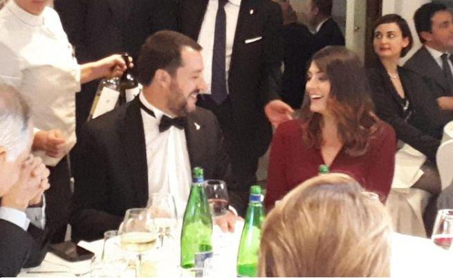 Salvini e Isoardi seduti accanto alla cena di Gala di Alis