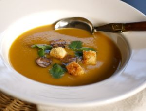 Come fare zuppa autunnale di castagne e zucca