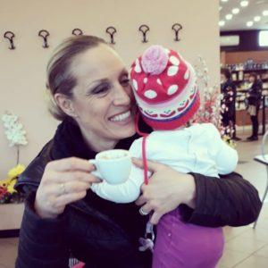 Annalisa Minetti insultata sul social per la sua cecità e vita familiare: